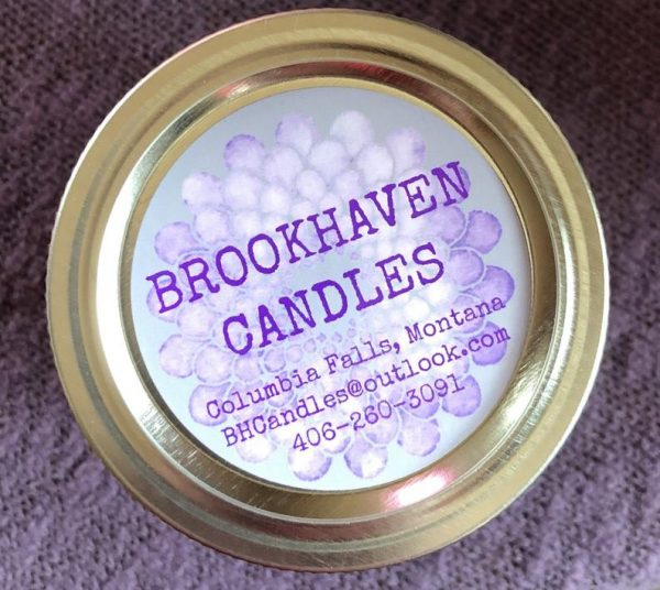 huckleberry scented soy candle 2